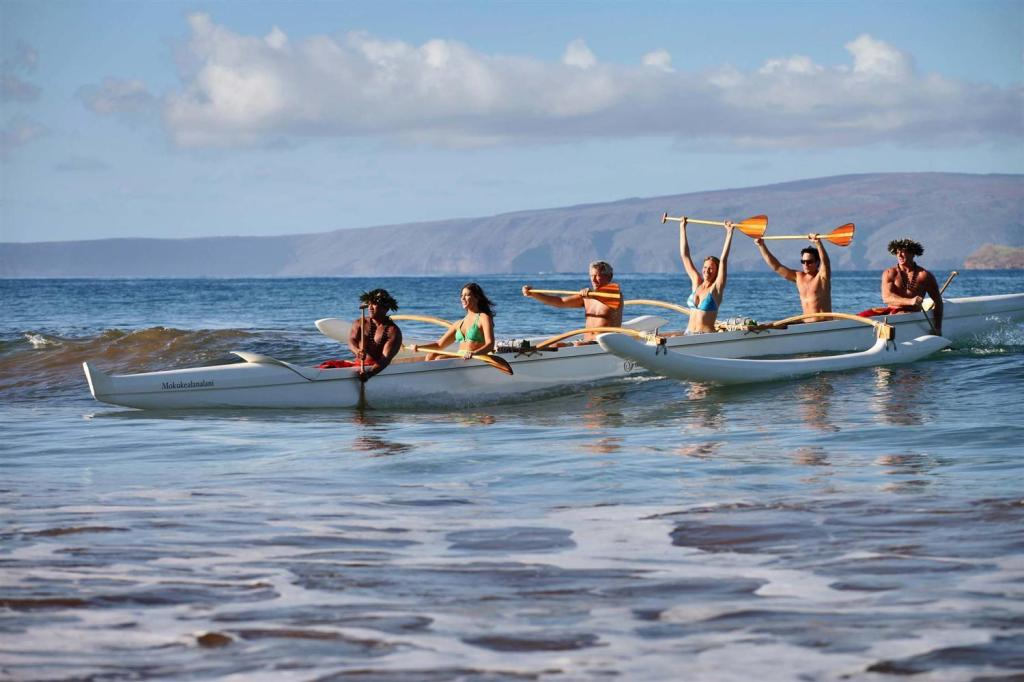 Multi Generaltional Travel hawaiian_outrigger_canoe_excursion_for_multi-generational_family_vacation